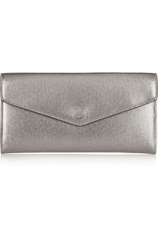 As a treat for christmas, give this beautiful silver clutch